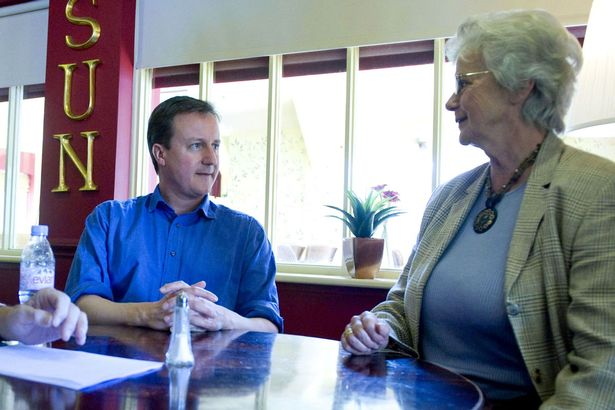 David-Cameron-with-his-mother-Mary-Cameron
